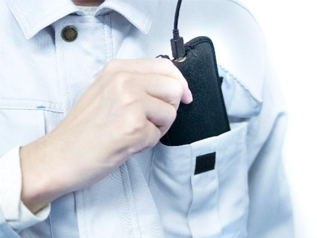 送信機は胸ポケットにはいるコンパクトサイズ