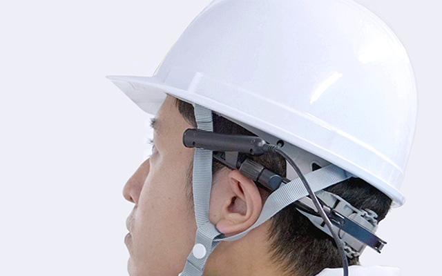 ウェアラブルカメラを装着してヘルメット着用が可能